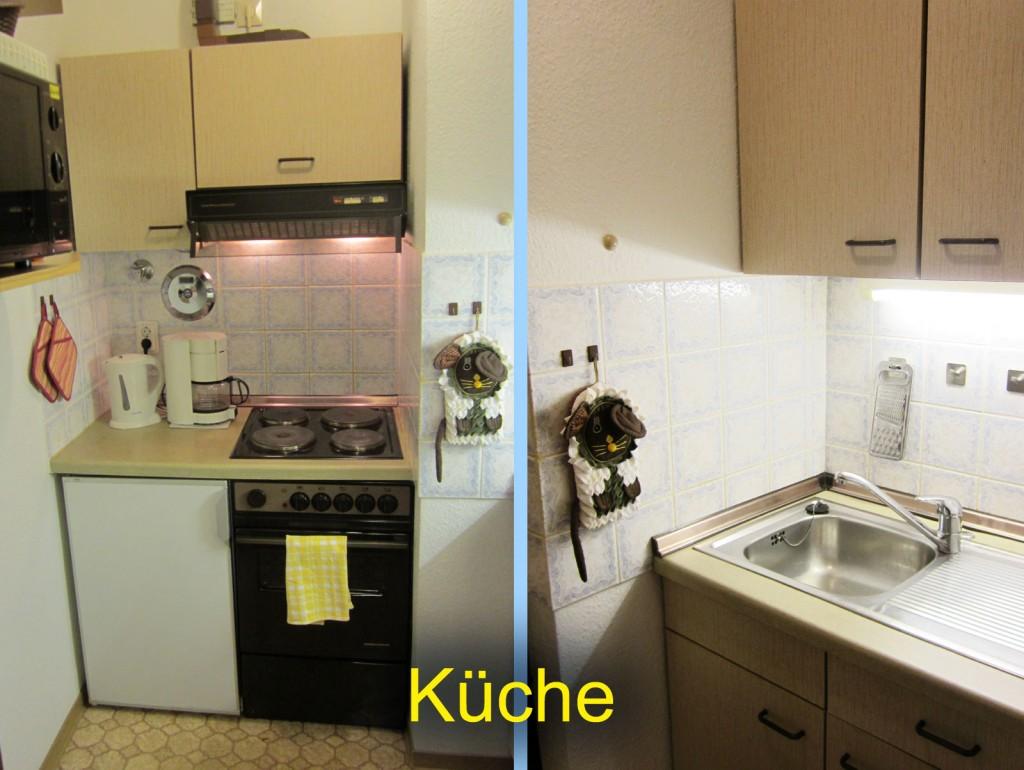 Küche mit 4 Platten-Herd, Backofen, Spüle, Kühlschrank, Mikrowelle
